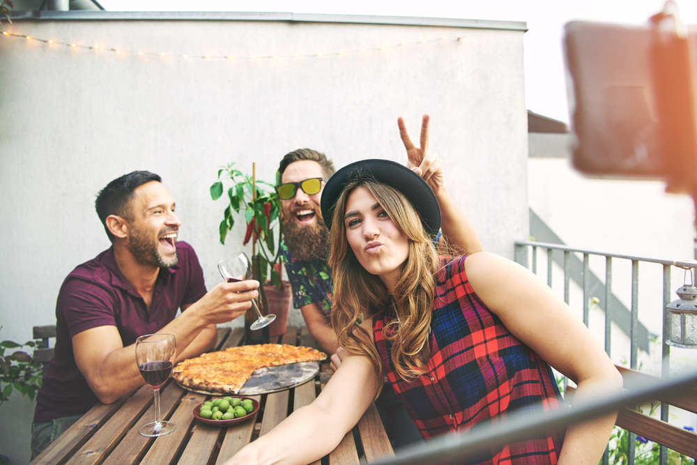 friends-with-pizza-and-wine