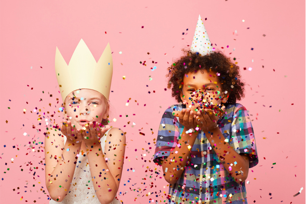 Kids-at-party-blowing-confetti