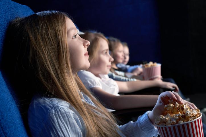 kids-watching-a-movie