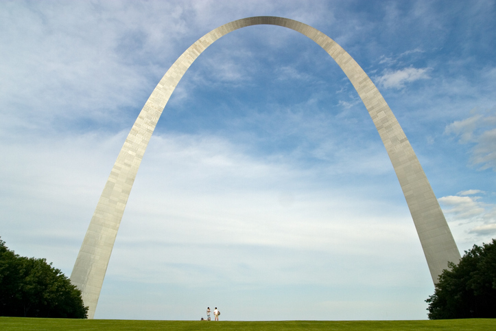 st-louis-arch-perspective