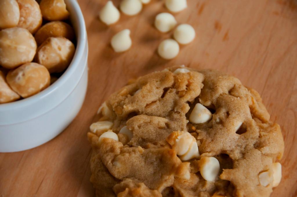 white-chocolate-macadamia-nut-cookie